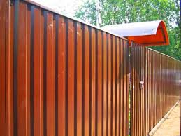 Забор из металлопрофиля установить