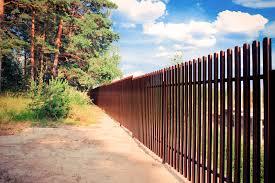 Забор из евро штакетника установить